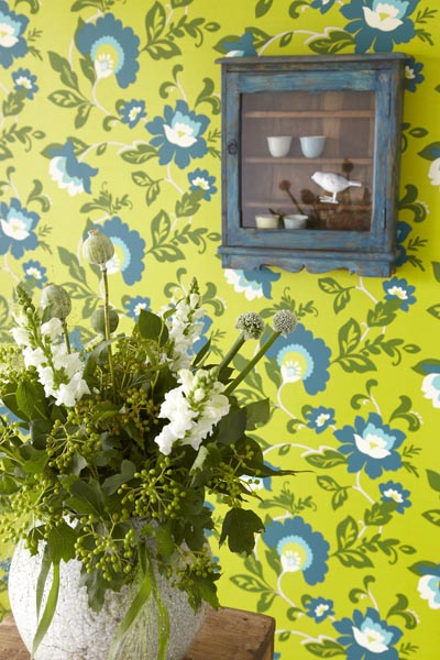A luch modern meets vintage floral wallpaper