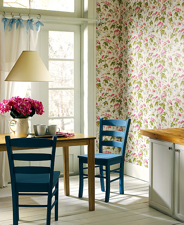 Sunny Country Chic Decor Idea Floral Wallpaper Turquoise Painted Chairs
