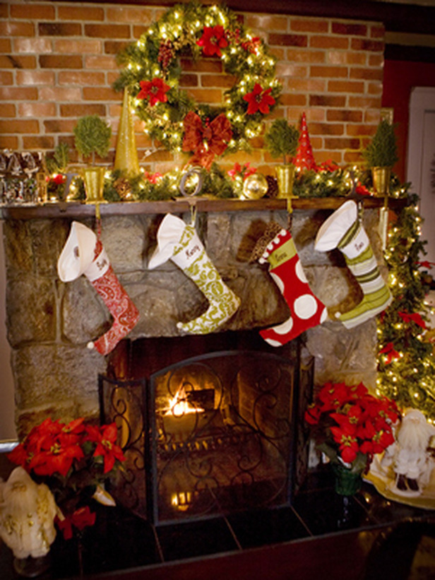 Holiday Festive Mantel Decor Idea