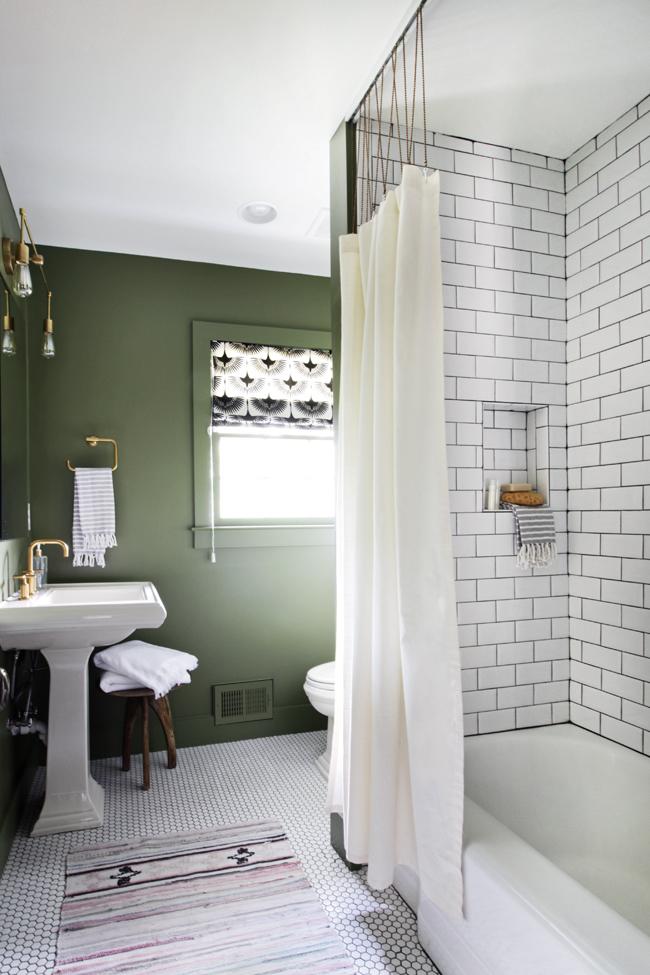 Guest Bathroom - 07