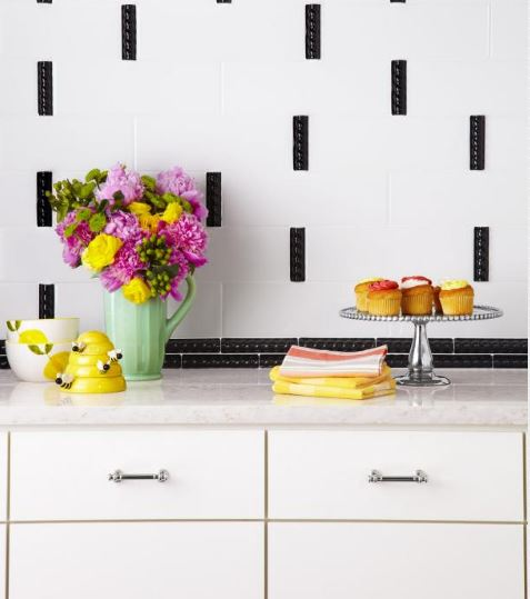 Modern black and white kitchen backsplash